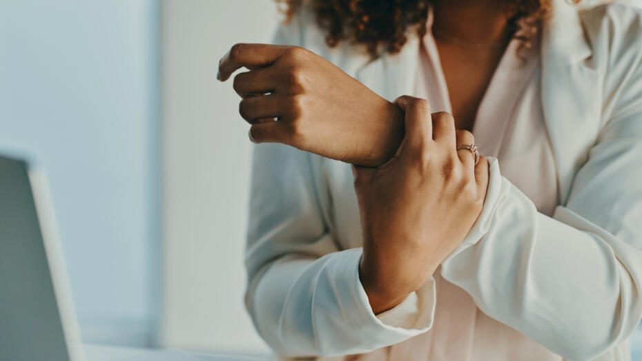 Woman with wrist pain carpal tunnel syndrome