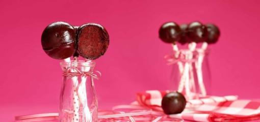 Red Velvet Cake Pops (Recipe)